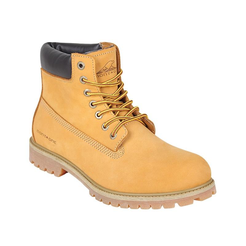 Los secretos de las botas para hombre. Las botas para hombre comparten con los zapatos con cordones, los náuticos e incluso algunas zapatillas la clave de la elegancia, y es que el calzado es capaz de propiciar que cualquier conjunto se convierta en un ejemplo de estilo.